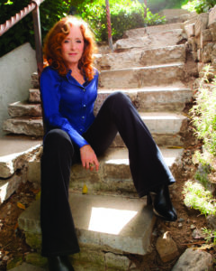 _images_uploads_gallery_BonnieRaitt_ConcreteStairs_Credit_MarinaChavez