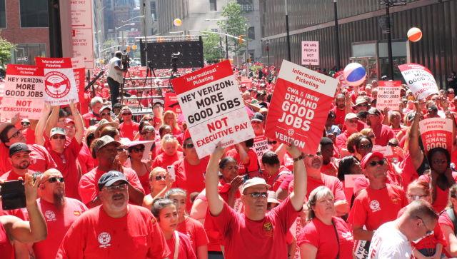 Striking Verizon Workers