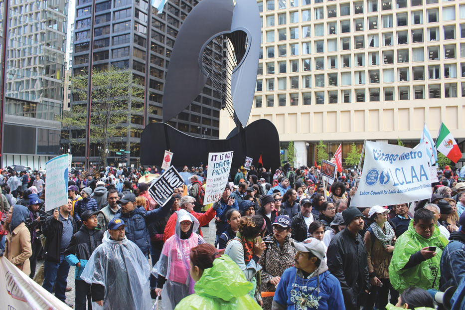 Chicago-Rally-around-the-Picasso-at-Daley-Plaza-by-Chicago-Federation-of-Labor